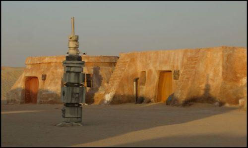 Zdjecie TUNEZJA / okolice El Hamma du Jerid / pustynia- i plan filmu / rozpoznaje każdy obiekt