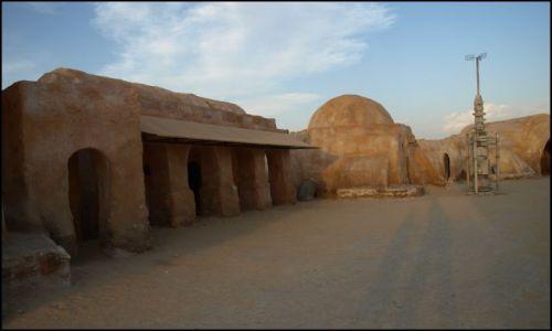 Zdjecie TUNEZJA / okolice El Hamma du Jerid / pustynia- i plan filmu Gwiezdne Wojny / ja dopiero jak znowu prześlędzę kolejne odcinki
