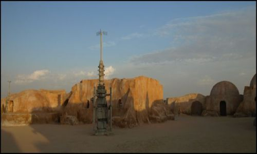 Zdjecie TUNEZJA / okolice El Hamma du Jerid / pustynia- i plan filmu Gwiezdne Wojny / a Ben zapomniał swojego miecza :-((((