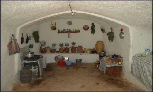Zdjecie TUNEZJA / Matmata / brak / w kuchni Berberów