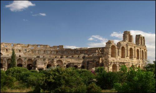 Zdjecie TUNEZJA / El Jem  / pomiędzy bardzo starymi kamieniami / owalny budynek
