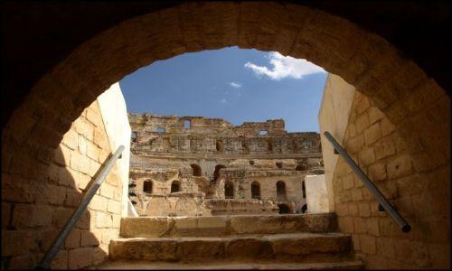 Zdjecie TUNEZJA / El Jem / Koloseum / spod areny