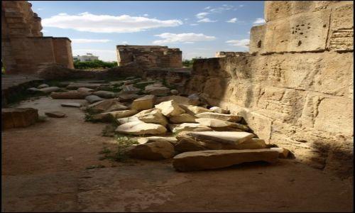 Zdjecie TUNEZJA / El Jem / Koloseum / te klocki trzeba poukładać