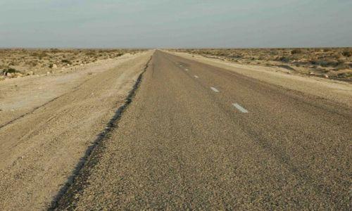 Zdjecie TUNEZJA / brak / na skaraju Sahary- Douze / pustynia po horyzont