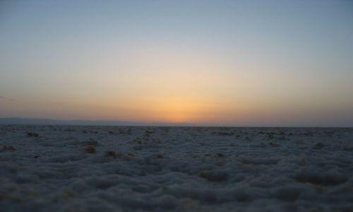 Zdjecie TUNEZJA / Południowo - zachodnia Tunezja / El Jerid / Przed świtem na słonym jeziorze