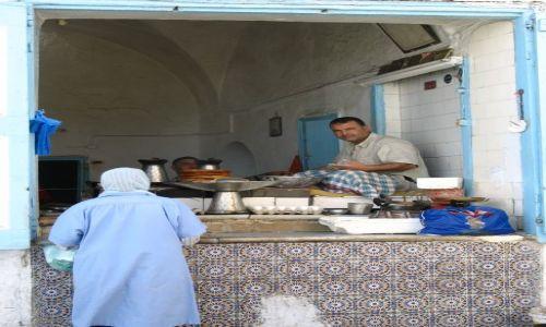 Zdjecie TUNEZJA / Kairouan / Kairouan / Pieczenie placuszków