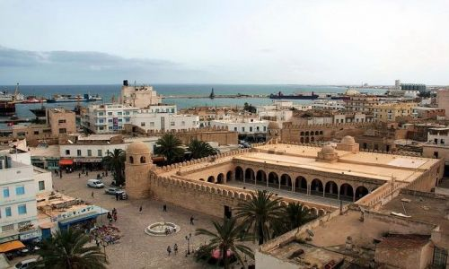 TUNEZJA / Zachodnia Tunezja / Sousse / Widok na meczet i port