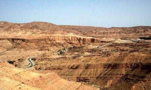 TUNEZJA / Zachodnia Tunezja / Tamerza / Góry z fałdem pionowym