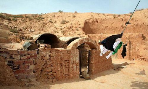 TUNEZJA / Południowa Tunezja / Matmata / Pranie berberów