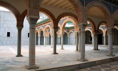 TUNEZJA / Wschodnia Tunezja / Monastir / Podcienia mauzoleum