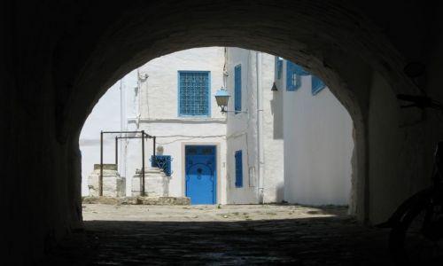 TUNEZJA / północ TUnezji / Sidi Bou Said / przez brame