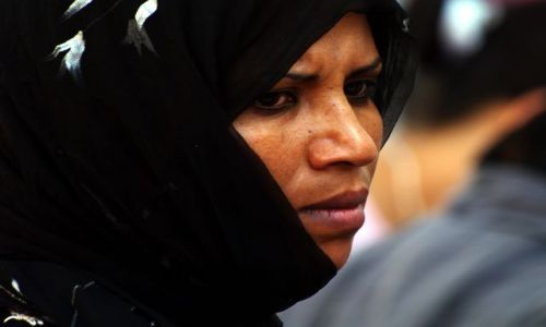 Zdjecie TUNEZJA / Sousse / Tunezja / Woman in black
