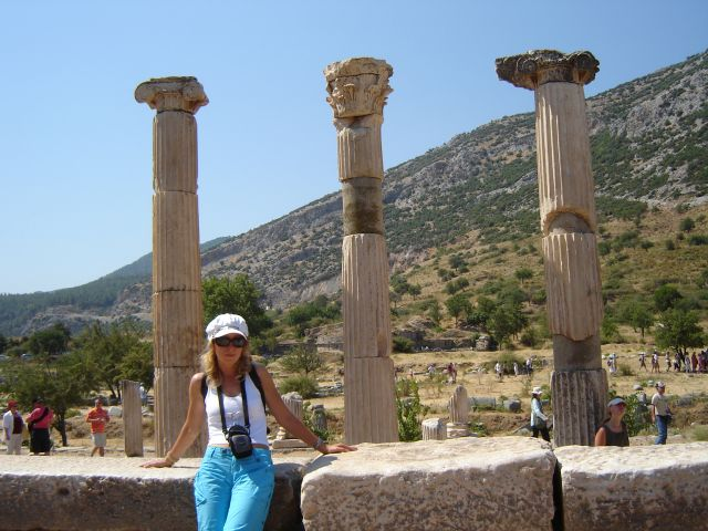 Zdj�cia: Efez, Efez, Pod kolumnami, TURCJA