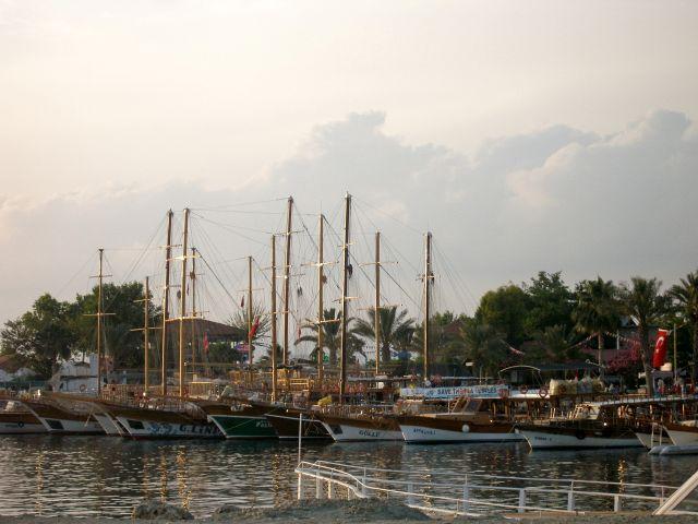 Zdjęcia: Side, Riwiera Turecka, port, TURCJA