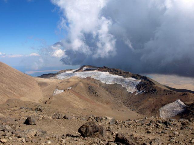 Zdjęcia: Van, Wschodnia Anatolia. Kurdystan, Na szczycie wulkanu Suphan Dagi  4058 mn.p.m., TURCJA