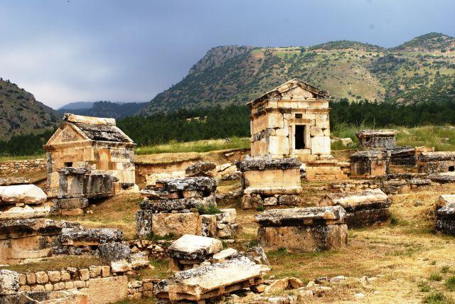 Zdjęcia: Hierapolis,  , Wymarłe miasto - grobowce, TURCJA