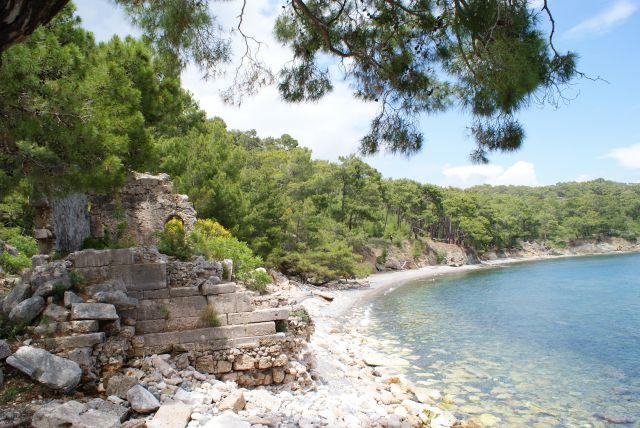 Zdjęcia:  , Okolice Kemer, Ruiny grobowców na plaży, TURCJA
