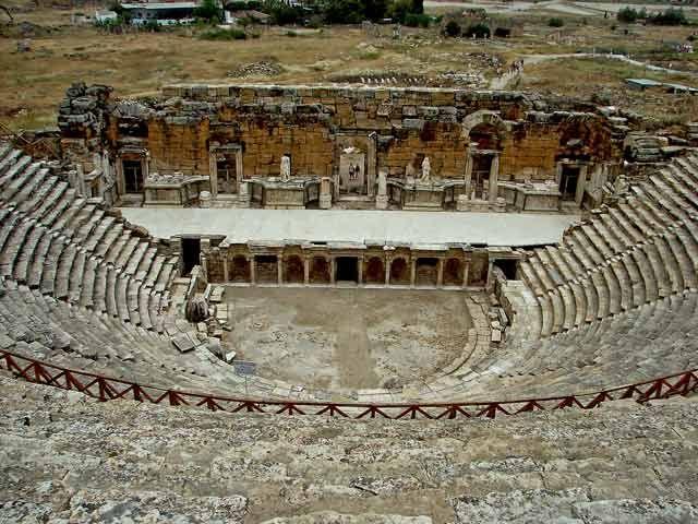 Zdj�cia: Teatr Rzymski to jeden z najlepiej zachowanych na terenie Hierapolis obiekt�w. Zbudowany w, Hierapoils, Teatr Rzymski, TURCJA