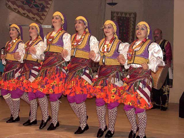 """Zdjęcia: Turecka Noc"""" zorganizowana w jednej z jaskin Kapadocji, Kapadocja, tancerki, TURCJA"""