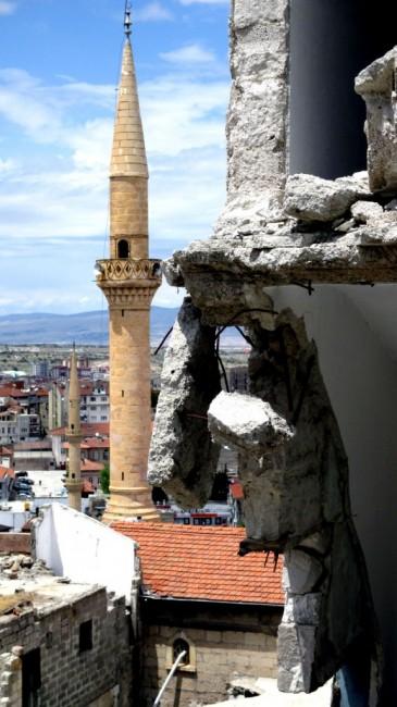 Zdjęcia: Nevsehir, Kapadocja, Minarety wśród ruin, TURCJA