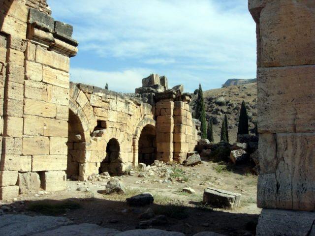Zdjęcia: Pamukkale, Turcja Egejska, aleja w Hierapolis, TURCJA