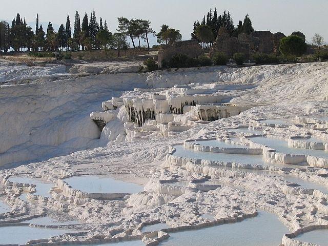 Zdjęcia: wapienne tarasy Hierapolis, Pamukale, u królowej śniegu?, TURCJA
