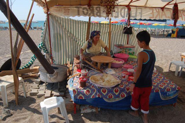 Zdjęcia: Side, Kobieta na plaży, TURCJA