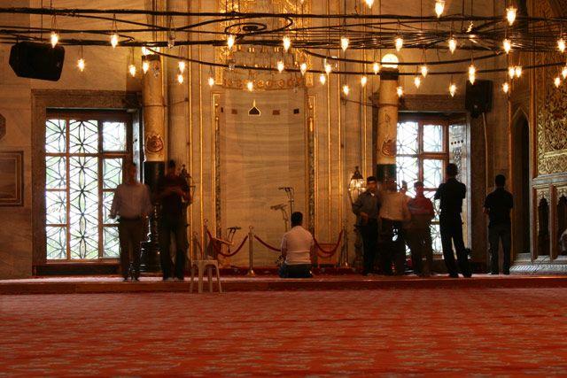 Zdj�cia: Stambu�, B��kitny Meczet - mihrab z bia�ego marmuru, TURCJA