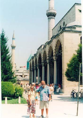 Zdj�cia: Konya, Konya - w tle mauzoleum Mevlany, TURCJA