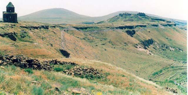 Zdjęcia:  Ani, Na Jedwabnym Szkalu - Ani - po prawej Armenia, TURCJA
