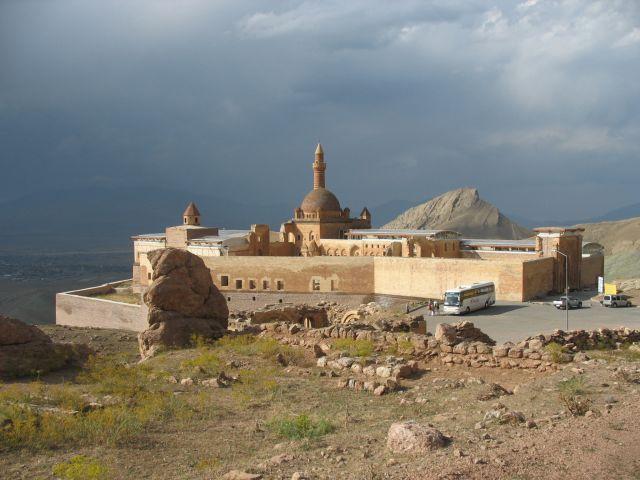 Zdjęcia: Dogubayazit, Turcja przy granicy z Iranem, Pałac Ishaka Paszy, TURCJA