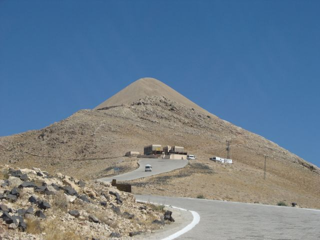Zdjęcia: droga na góre Nemrut, wschodnia Anatolia, góra-grobowiec, TURCJA