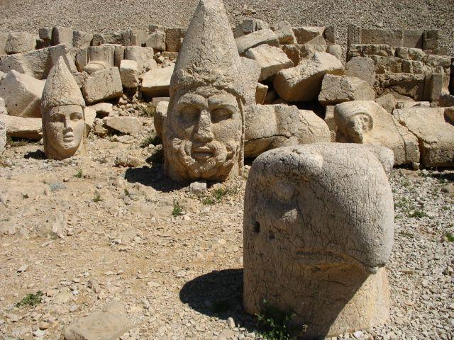 Zdjęcia: góra Nemrut, wschodnia Anatolia, utrącone głowy, TURCJA