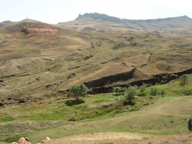 Zdjęcia: podobno w tym miejscu po cofnieciu się potopu osiadła Arka Przymierza, wschodnia Anatolia, ślad po Arce, TURCJA