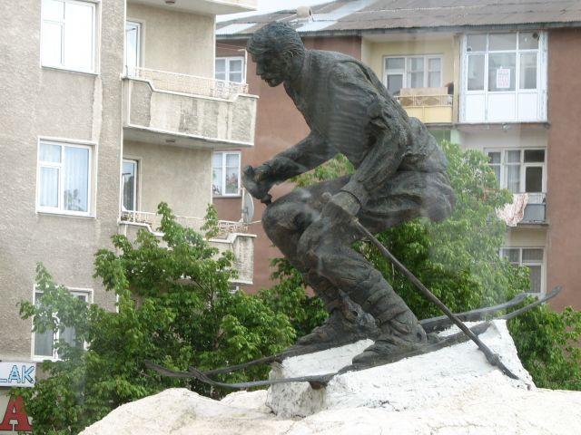 Zdjęcia: Erzurum, wschodnia Anatolia, narciarz w Turcji??, TURCJA