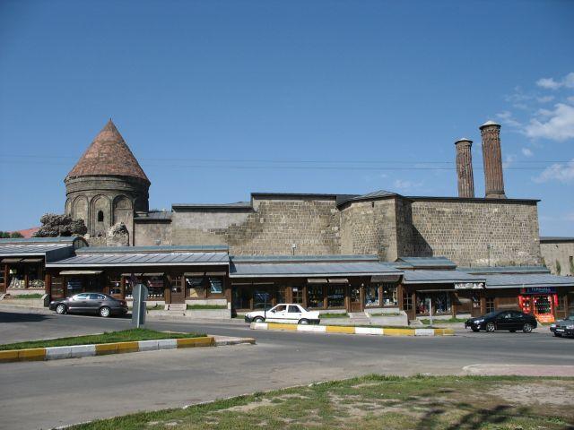 Zdjęcia: Erzurum, stara medresa, wschodnia Anatolia, spozostałosc , TURCJA