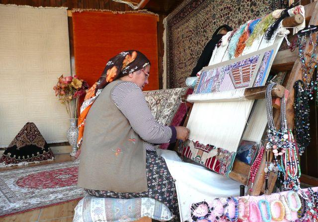 Zdjęcia: Side, Antalia, Rodzi się  latający dywan, TURCJA