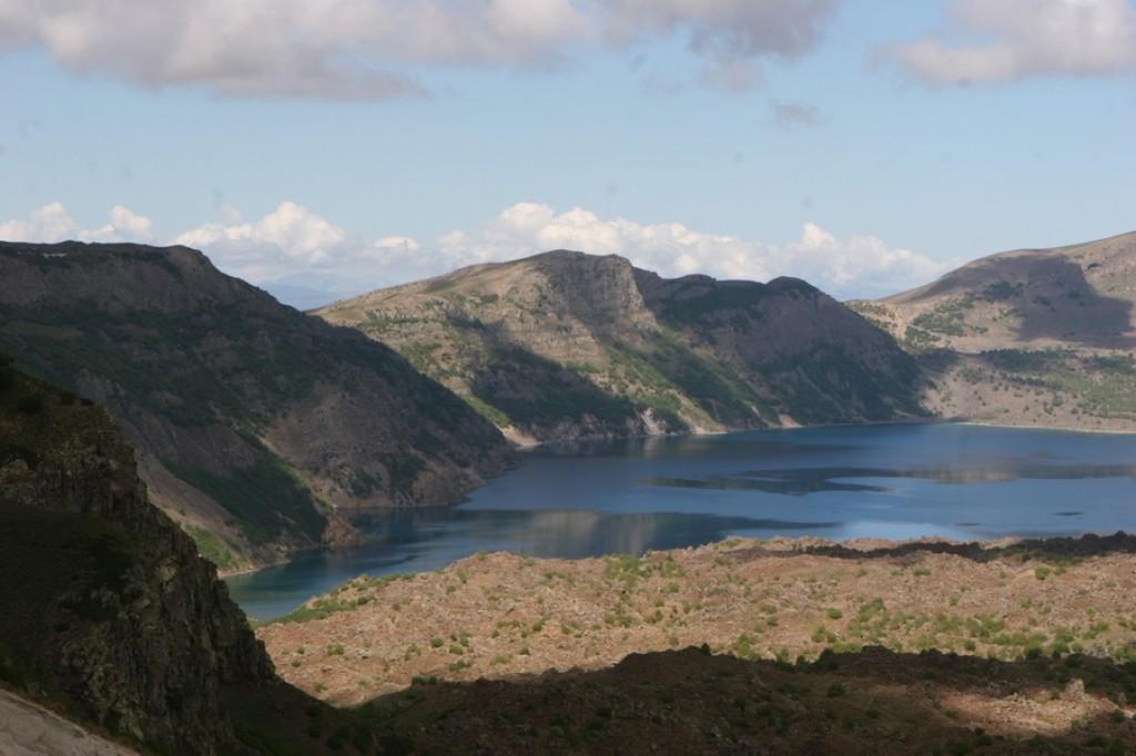 Zdjęcia: Nemrut Dagi, Wan, Jezioro wulkaniczne w kraterze Nemrut Dagi, TURCJA