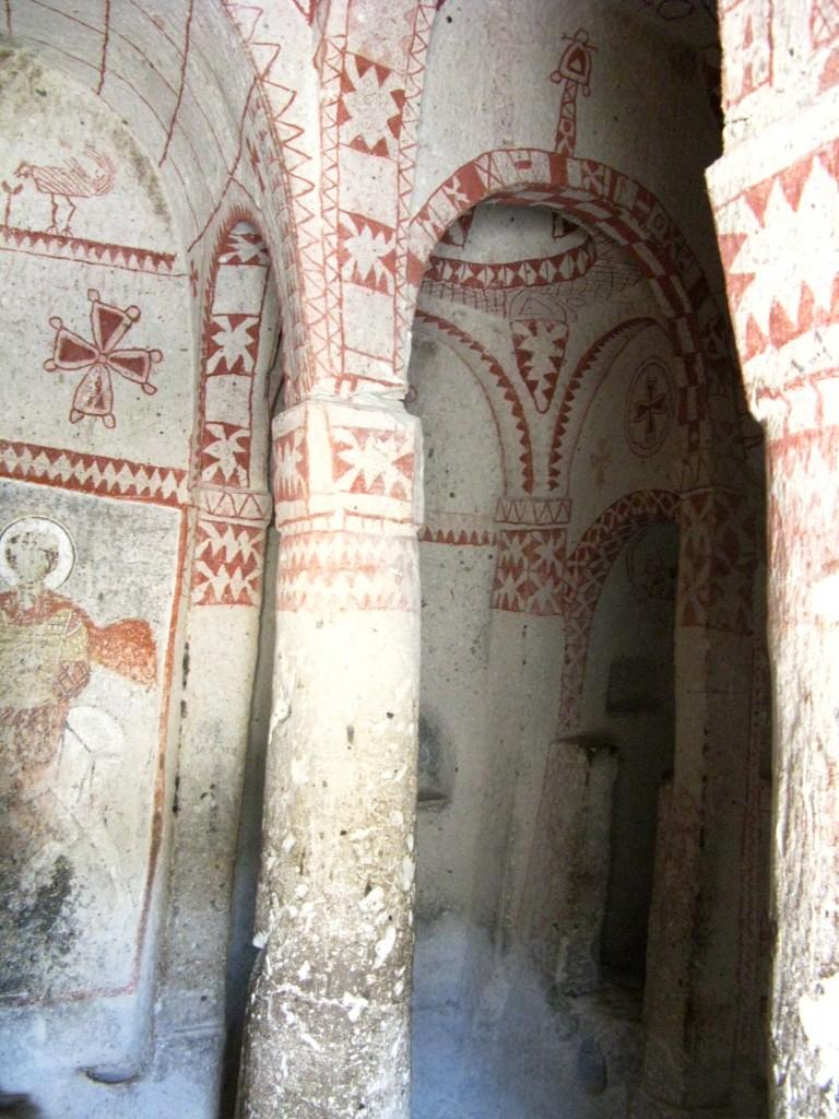 Zdjęcia: dolina Goreme, Kaplica z okresu obrazoburstwa - VIII w., TURCJA
