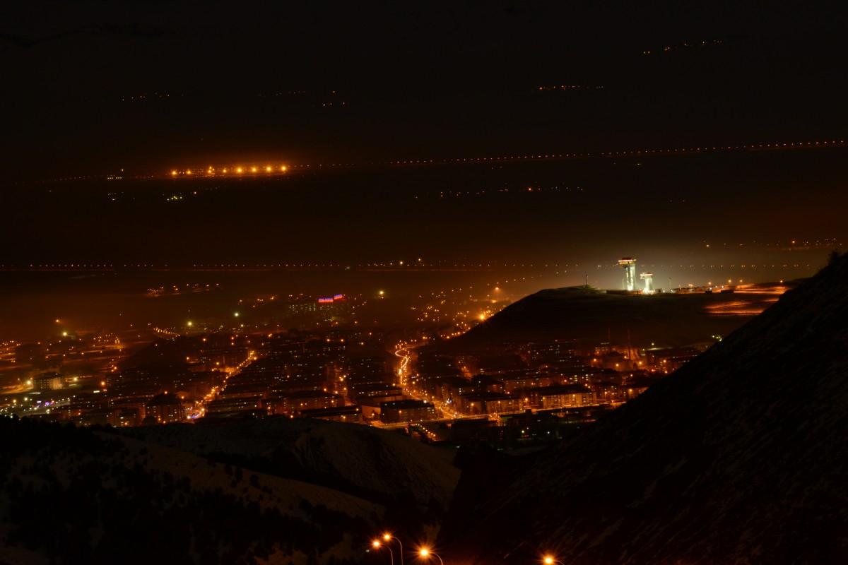 Zdjęcia: Erzurum, Erzurum, Zaspane Erzurum nocą , TURCJA