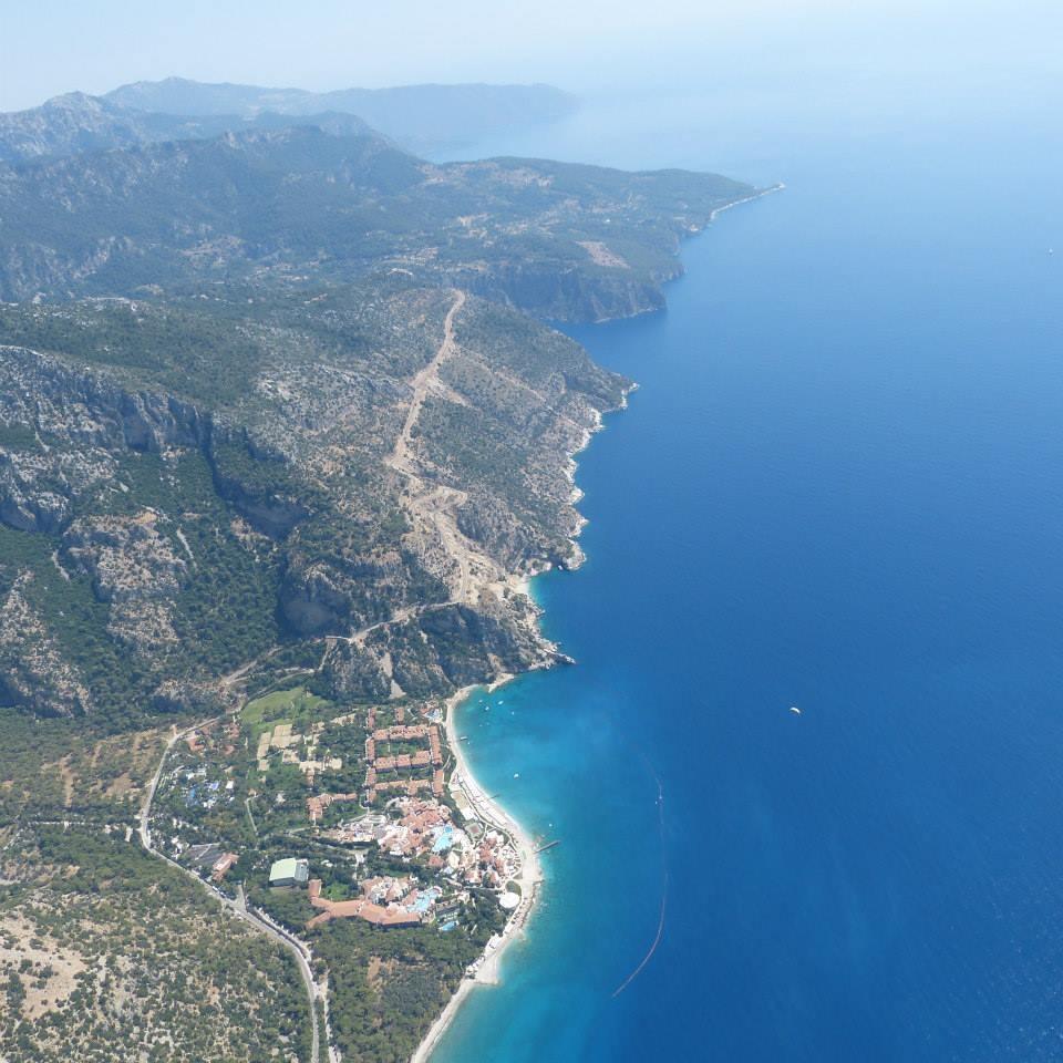 Zdjęcia: Oludeniz, Oludeniz, Widok podczas paraglidingu na wybrzeże w Turcji, TURCJA