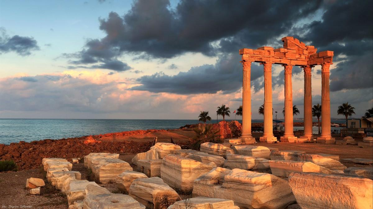 Zdjęcia: Side,  południowa Turcji., Antyczne Side-Ruiny Świątyni Apolla, TURCJA