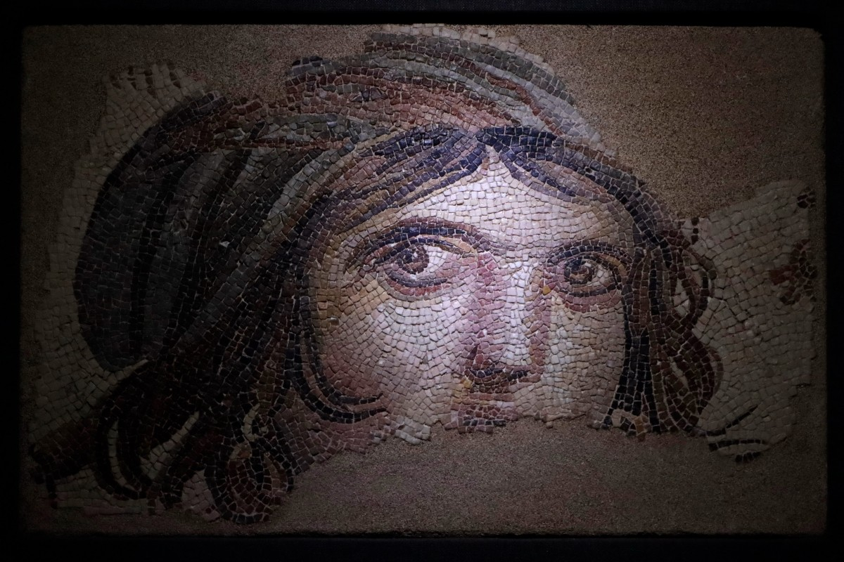 """Zdjęcia: Gaziantep, płd.-wsch. Anatolia, """"Cygańska dziewczyna"""" w Muzeum Mozaiki Zeugma, TURCJA"""