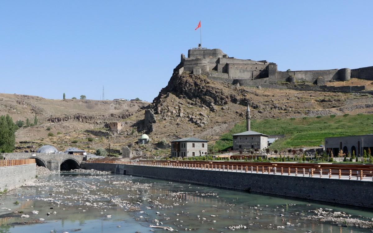 Zdjęcia: Kars, wschodnia Anatolia, Widok na twierdzę w Kars, TURCJA