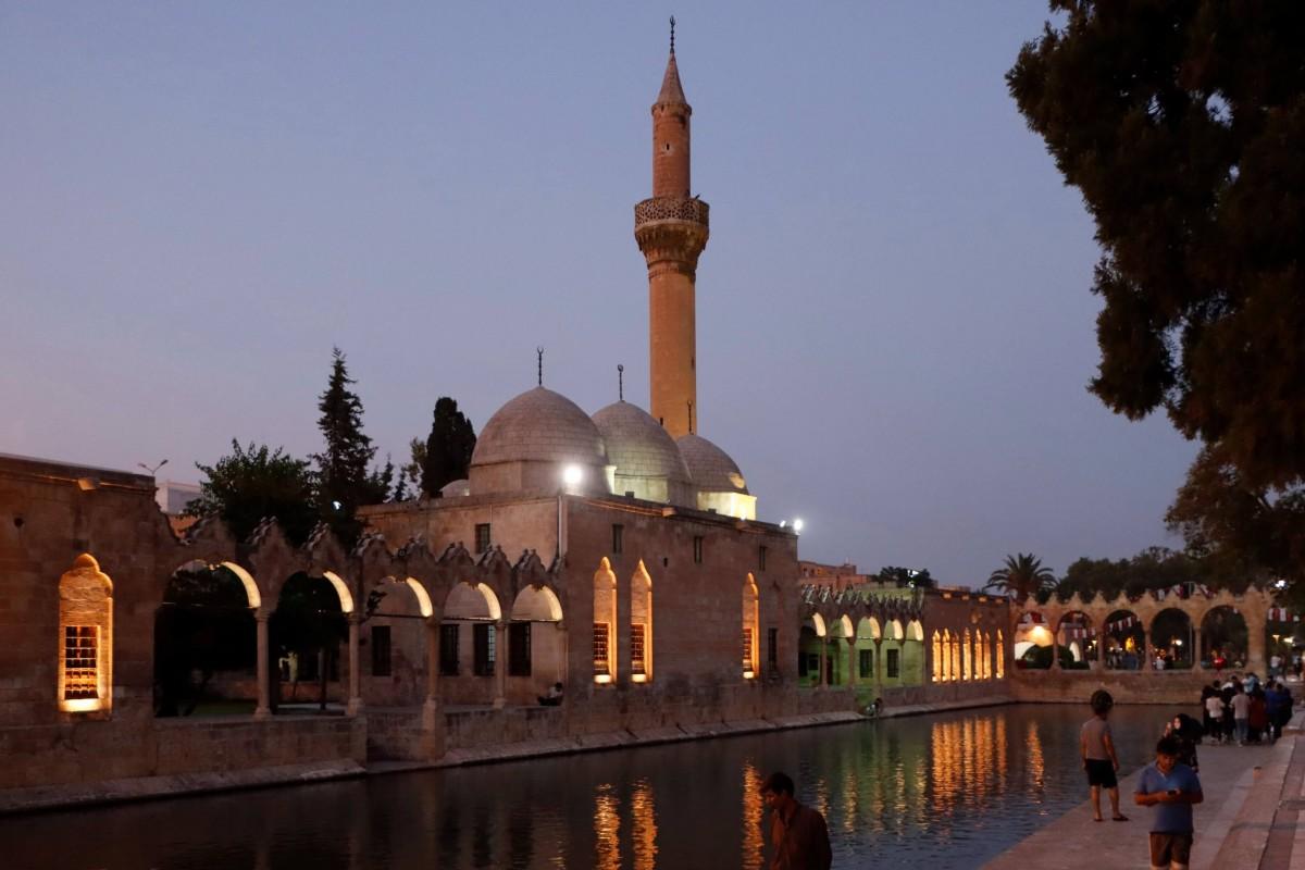 Zdjęcia: Sanliurfa, płd.-wsch. Anatolia, Staw Abrahama i meczet Rizvaniye, TURCJA
