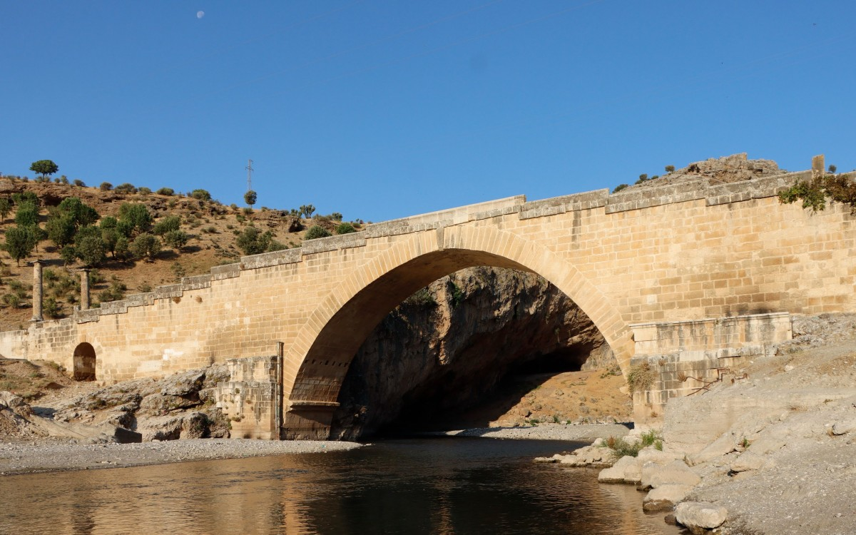Zdjęcia: Burmapinar, płd.-wsch. Anatolia,  Rzymski most Septymiusza Sewera, TURCJA