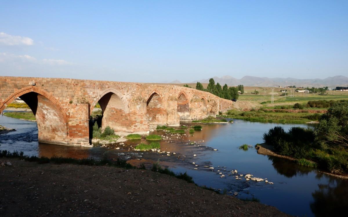Zdjęcia: Koprukoy, wschodnia Anatolia, Stary most, TURCJA