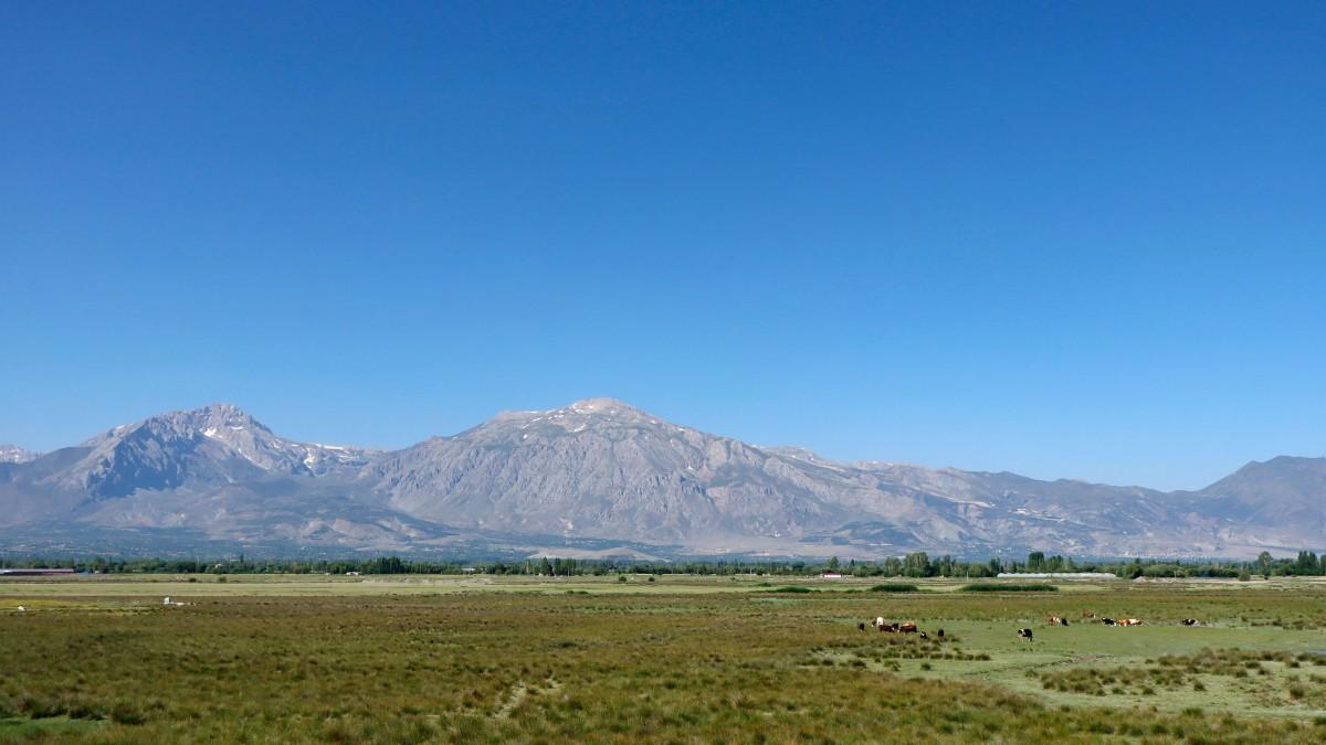Zdjęcia: Erzurum, wschodnia Anatolia, Górski krajobraz w pobliżu Erzurum, TURCJA