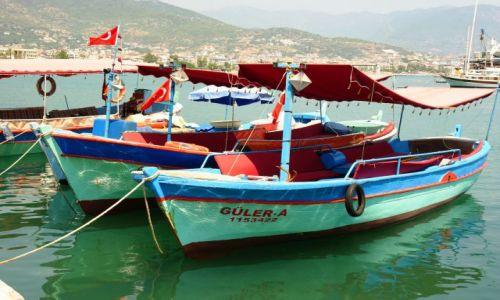 Zdjęcie TURCJA / Alanya  / Port / Kolorowe łódki