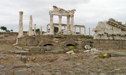 Zdjęcie TURCJA / Bergama / Pergamon / Świątynia Trajana